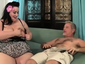 Plumper Eliza Allure gets her pussy pounded by a fat cock
