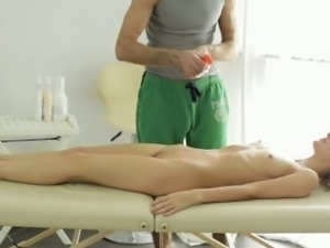 Things Heat Up For Horny Nika And Her Masseur