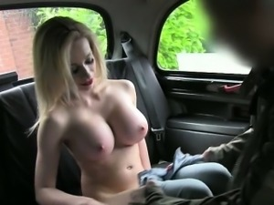 Massive boobs blondie customer pussy banged in the cab