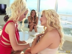 blonde lesbians wanna get dirty