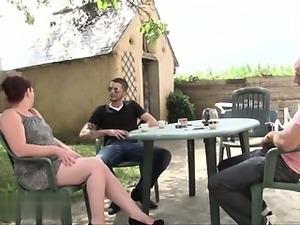 Porca italiana homemade gangbang