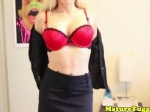 Mature tugging milf uses tits