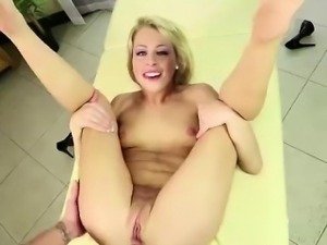 Daughter takes older guy\'s big cock in step-family anal sex