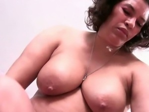 BBW matures Fannie and Maura pleasuring themselves