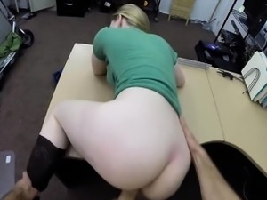 Hot babe tries to sell her stuff and fucked at the pawnshop