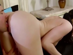 Tall dirty talking MILF want a big younger cock