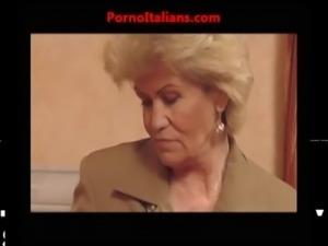 Vecchia nonna troia scopa ragazzo dal cazzo enorme - granny slut fuck big...