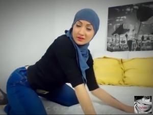 Muna Hijab Arab Babe Cam Session Tease #1