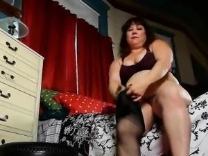 BBW mom Rosaly needs orgasmic fun