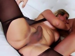 Tgirl Walkiria gets her butt plowed hard