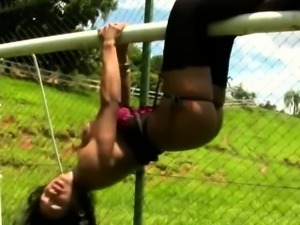 Sporty tranny exposing thick ass and juicy shecock outdoors