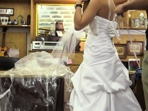 Blondie sells her wedding gown and gets  her twat boned