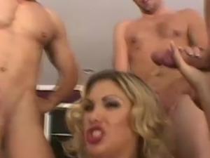 Huge Kisser making love
