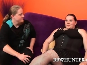 Nothing like watching this fat goth chick dish out her