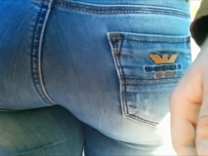 Big butt milf in jeans