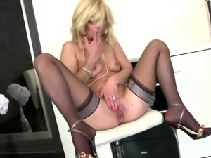 Sexy mother squirts like a whore