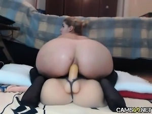 Sexy MILF Reverse Dildo Fucking on Webcam