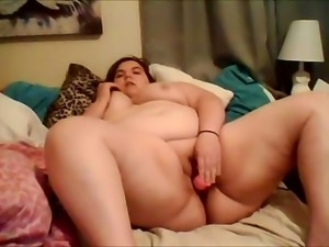 bbw cums while on her bed with dildo from