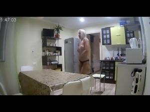 voyeur villa blondie dance naked in the kitchen pt 1