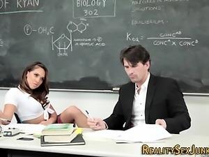 Sara Luvv gets cum facial