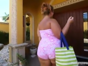 Big Booty White PAWG Gets Fucked Poolside