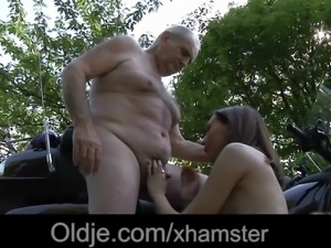 Young wet pussy lips for grandpa old tongue