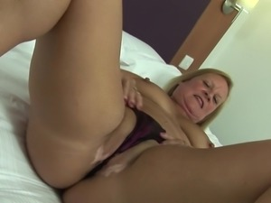 Curvaceous MILF called Bee is here to have some fun with her sex toy