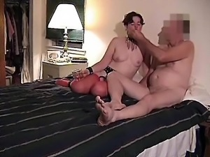 MORE ASS IN THE AIR WHILE SUCKING COCK