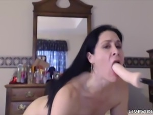Hot n sexy brunette cougar Veronica