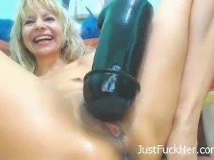 Mature blonde webcam model is wild and mind blowing
