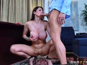 Experienced office guy brings Eva a nice anal experience