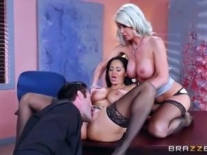 Pair of busty and glamorous ladies enjoying the threesome drilling
