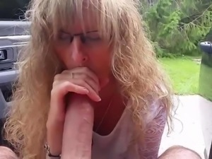Wife gives outdoor blowjob