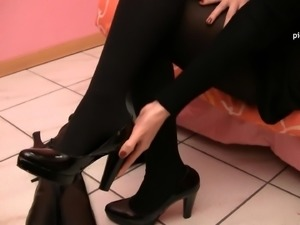 Her sexy boots come off and her even sexier feet come out