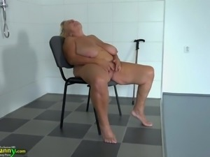 Ugly fat BBW masturbates her stretched old pussy