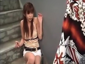 Alluring Japanese girl with a perky ass wraps her lips arou