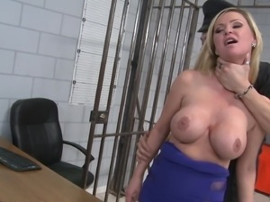 Blonde Prisoner Goes Hardcore With A Police Officer