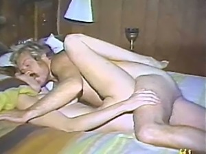 Vintage homemade porn from the 1970s with great missionary sex