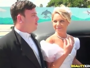 Cuckold Groom Sees His Bride Getting Fucked in Limo