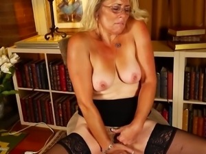 Real American housewife and mom cumming like slut