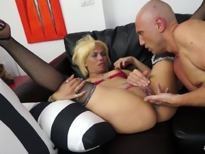 Pussy of a blonde babe gets fucked after sucking his dong