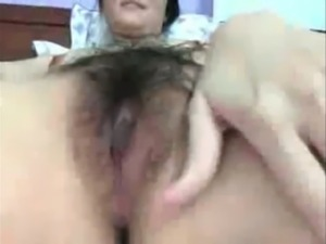 Asian hottie rubbing hairy vagina in closeup video