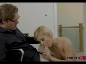 Getting Pussy during lunch at the Office