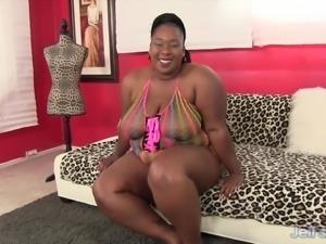 Chubby ebony beauty shoves a dildo in her fat pussy