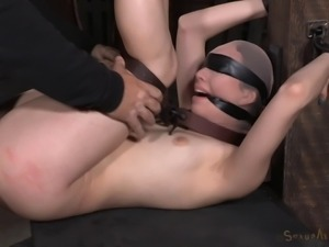 Cute raven-haired honey has her orgasmic pussy penetrated