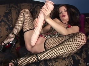 Jessie Palmer craves to ravish her pussy with various toys