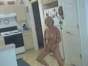 Big boobed mom fingering her twat in a kinky in amateur clip