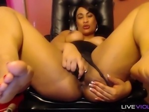 Dirty talking gorgeous black booty mistress CARAMELSKY