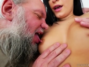 Guy with gray hair gets lucky with a babe who craves an awesome fuck