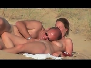 HIDDEN SPY COUPLE ON THE BEACH 2